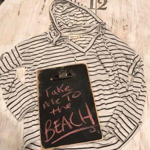 Tops - Beach sweater in black and white stripe